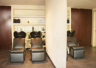Salon Saron Gehzai Waschstationen